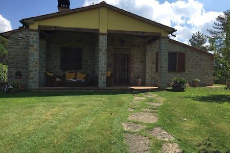 Accogliente Villa Toscana - Montegiovi