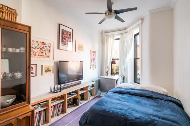 Eclectic Enclave 1bd/1 ba - monthly rate avail