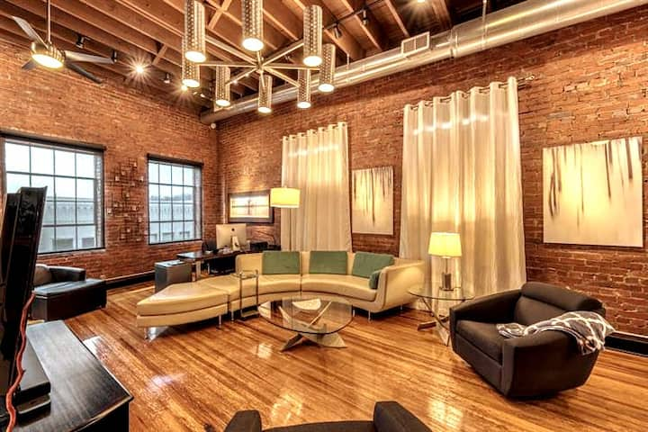 705 State Street Upstairs Loft (2500 square foot)
