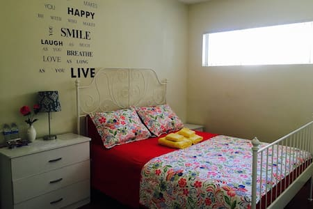 NOHO ROOM IN COZY TOWNHOUSE/PARKING - 노스 헐리우드(North Hollywood) - 타운하우스