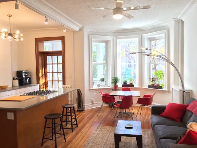 Historic and Sun Drenched 2 Bedroom w Backyard - Ridgewood