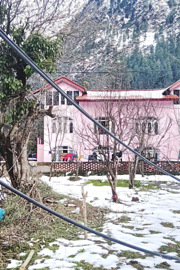 beautiful wodden cottage in parvati valley kasol