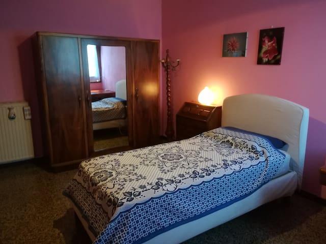 Brenta House: pink room