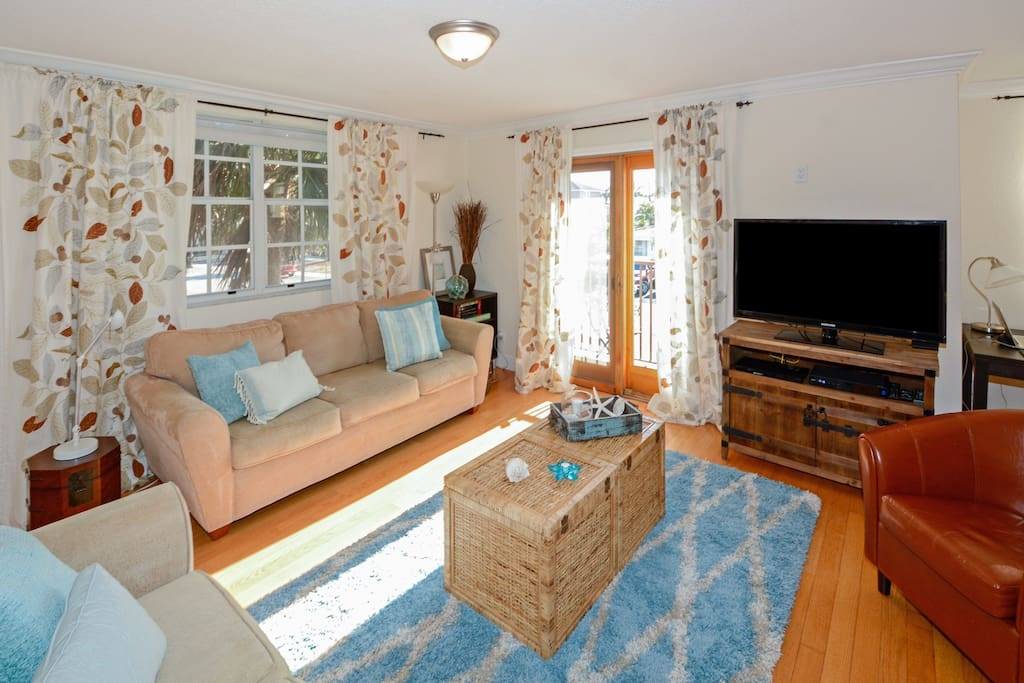 """Living Room w/43"""" HD TV, HD cable HBO included, Blu-ray/DVD player w/video streaming apps"""