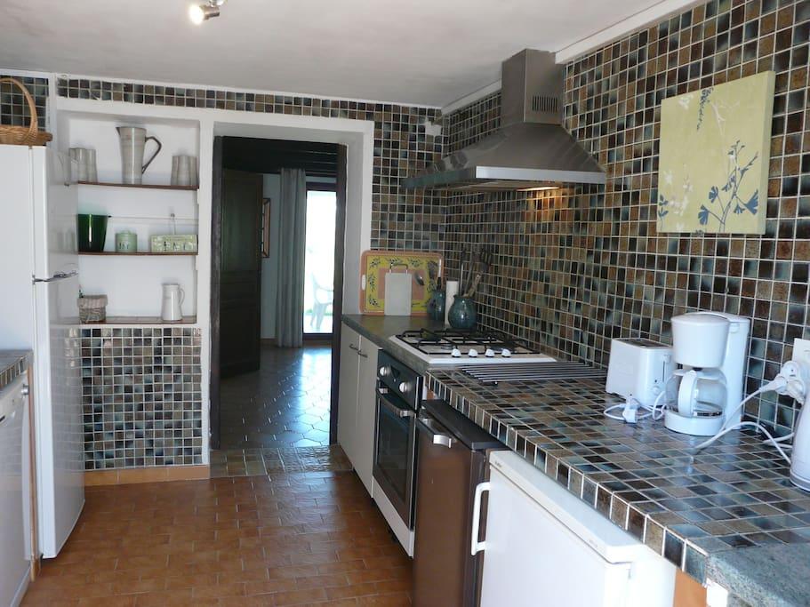 cuisine particulière de l'appartement (lave vaisselle, frigo congélateur...)