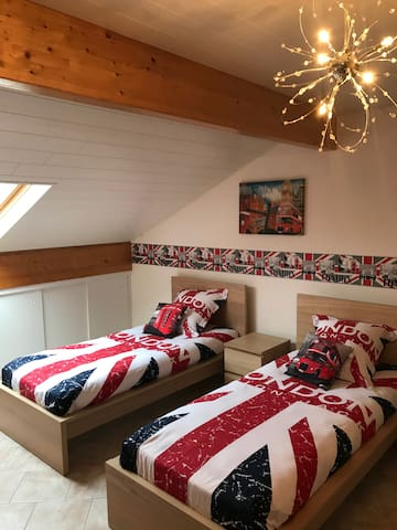 "Bedroom with twin beds ""London"""