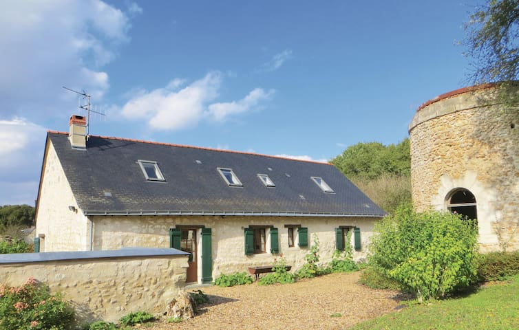 Holiday cottage with 4 bedrooms on 132 m² in Neuille
