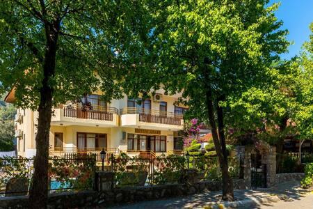 Aile Apartı,heryere yakın,sakin,huzurlu,temiz - İçmeler Belediyesi - Apartment