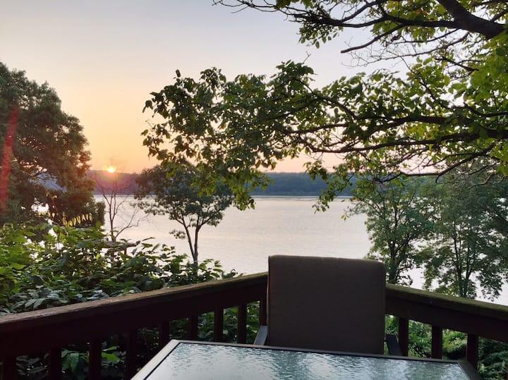 Scenic Hudson River Getaway!