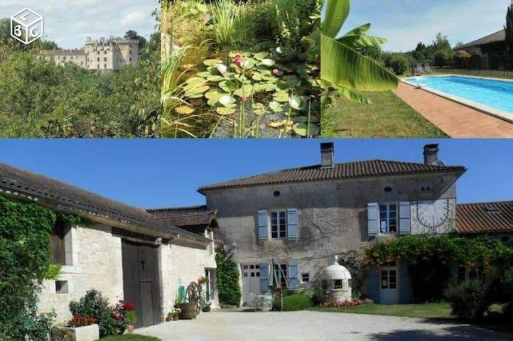 Gites Dordogne avec piscine - La Chapelle-Faucher - Hus