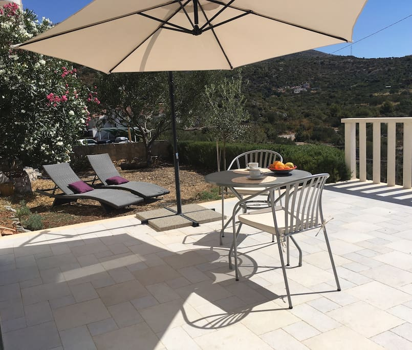 In front of the apartment there is a 20 square meters terrace and garden of a same size. Nice also for little furry friends.