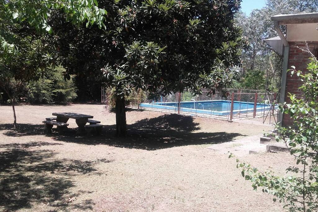 Parque con piscina