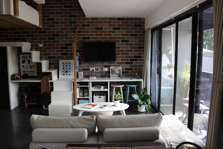 Modern studio with balcony/one block from thebeach - Manly - Loft
