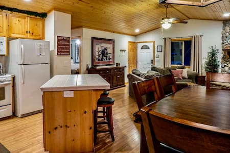 Wine Down Cabin in Big Bear - great LOCATION + SPA