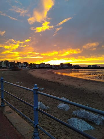 Seaside Staycation Apartment, Morecambe