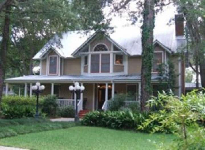 Steinhatchee Landing Resort Cottage #9 Victorian C