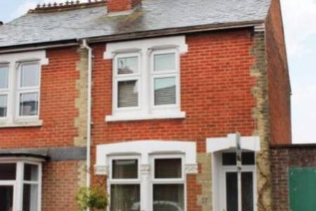 House +parking for longer lets - Winchester