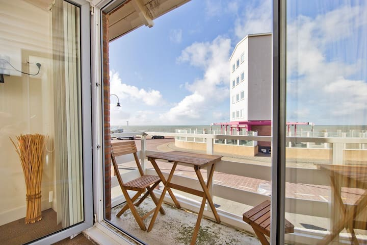 Comfy appartment directly at the beach!