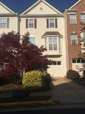 Victoria's B&B in Dulles/Herndon/Reston - Herndon - Townhouse
