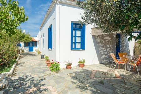 Vacation House in Kythera - Pitsinades