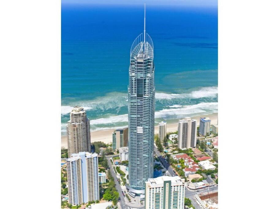 Upmarket Resort at Q1-tallest residential/holiday let building in Queensland