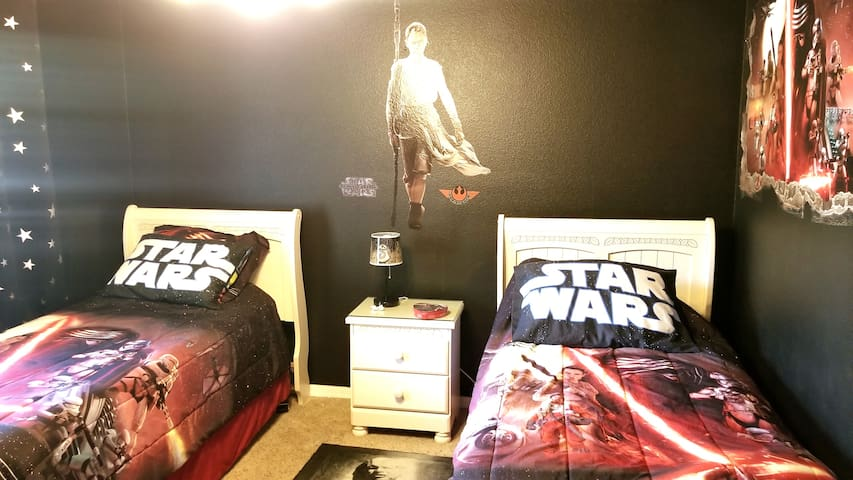Star Wars Room! Disney only 5 min =)