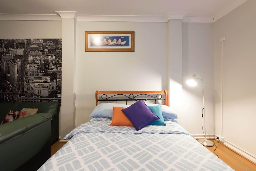 freistehende garage studio h user zur miete in dundas. Black Bedroom Furniture Sets. Home Design Ideas