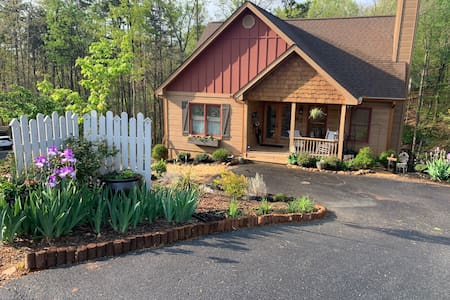 Wine Country Retreat! Just 5 miles from downtown!