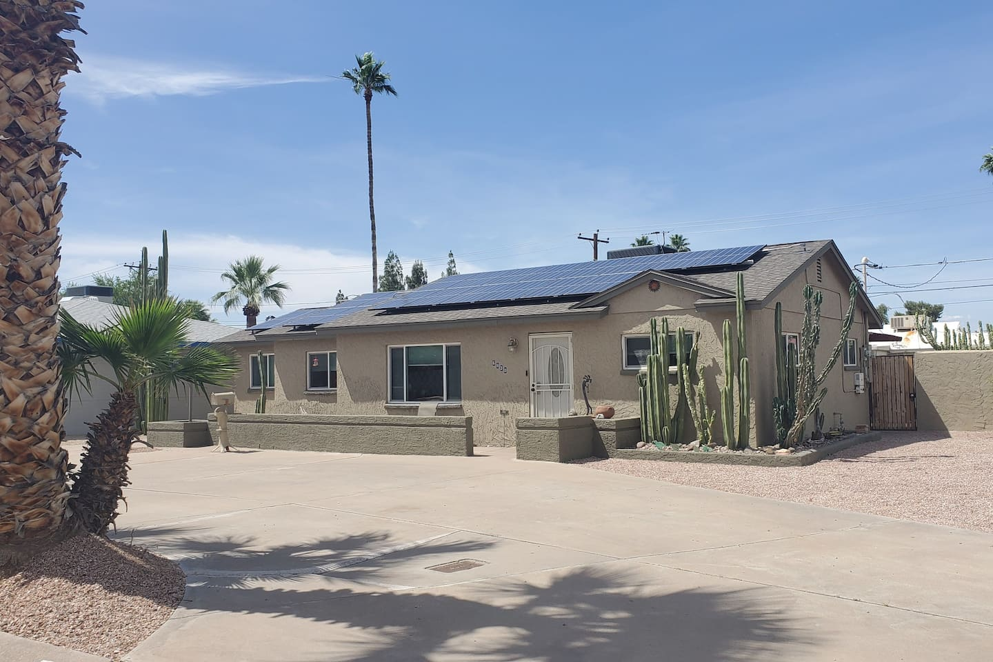 Freshly painted Ranch house, desert landscape and plenty of parking