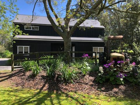 """Aroha"" Modern Barn - Comfortable and Stylish"