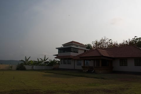 Mangalore Homestay: Hillside Estate Home