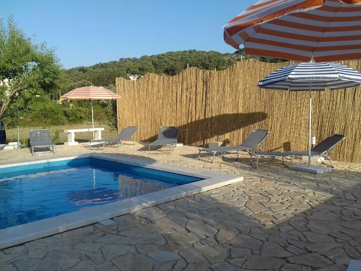 apartman 2 bed room with terasse and pool