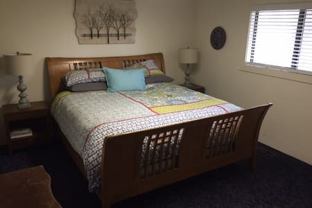 Quiet home, close to Wineries. King room.