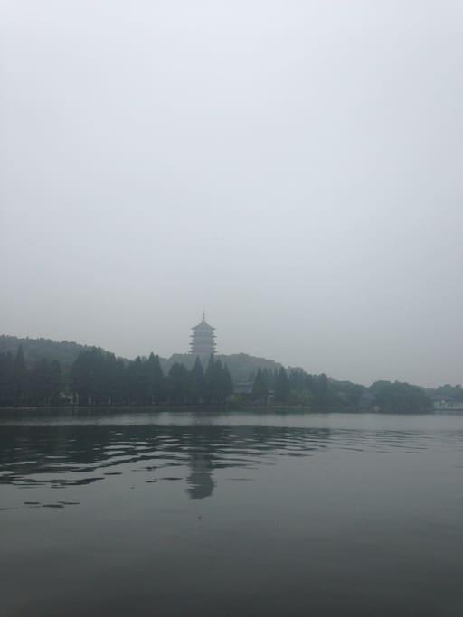 雾罩雷峰塔