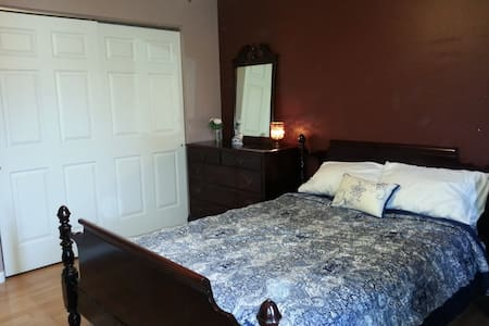 Comfortable affordable Bedroom minutes to Saratoga - Leilighet