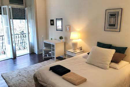 NEW! Charming room with balcony! Great location - Lisboa