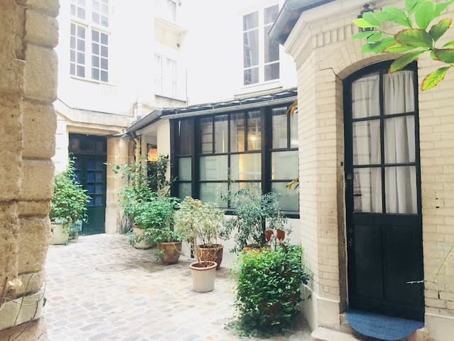 Charming studio in the heart of the old Paris