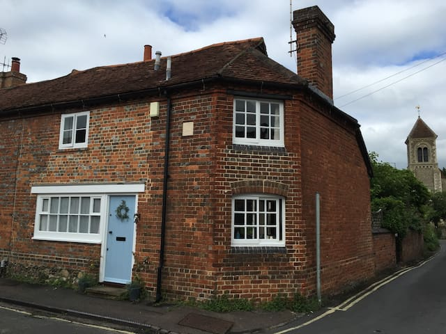 Characterful cottage - peaceful, private, gorgeous
