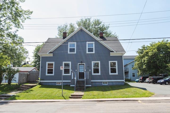 S.E.L. Properties Cozy Cumberland St Getaway
