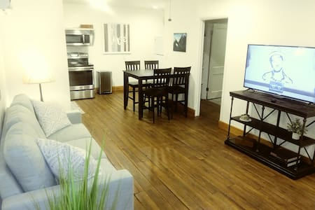Beautiful Modern 1 bedroom apartment on a Duplex