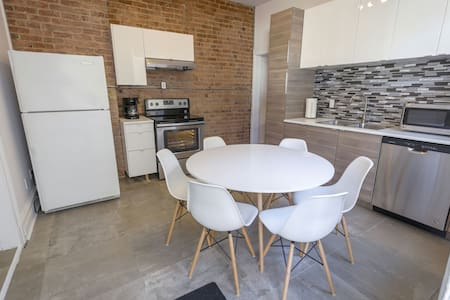 Large 3 Bdr 2  BTRM downtown Montreal Free Parking - 웨스트마운트(Westmount)
