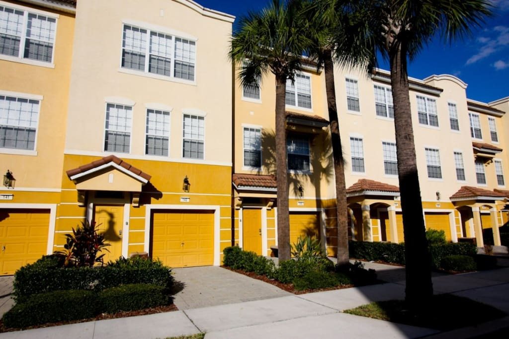 Beautiful 3 bed 3 bath town home