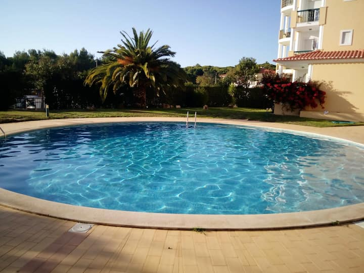Apartment with 2 bedrooms in Alcabideche, with wonderful city view, shared pool and enclosed garden - 2 km from the beach