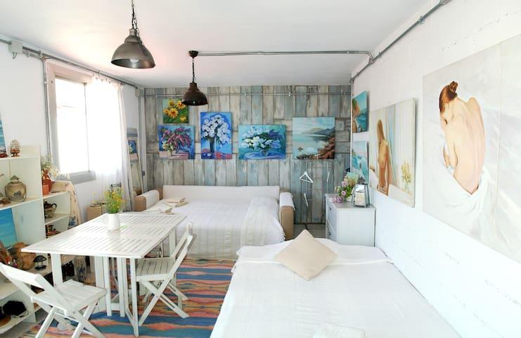 Studio + terrace in quite zone bcn - Barcelona - Lägenhet