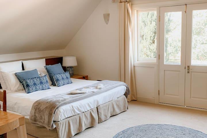 Kookaburra suite | Continental Breakfast Included