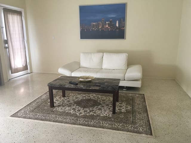 Condo located on canal ,walking distance to ocean - Miami Beach - Condominio