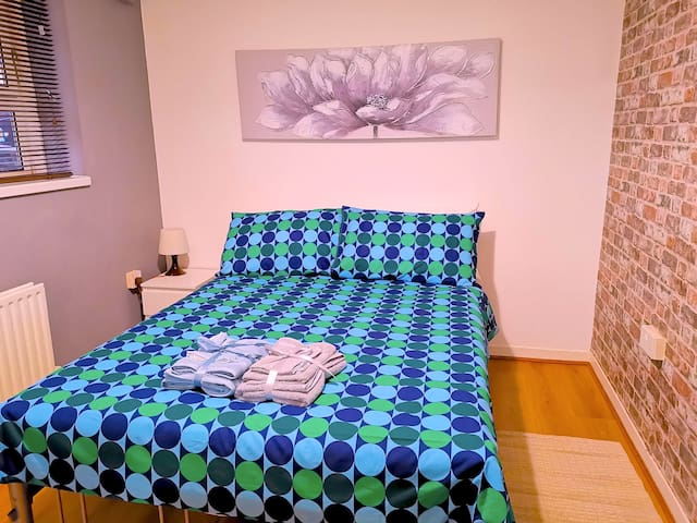 SG4, Wonderful Double Room Close to City of London
