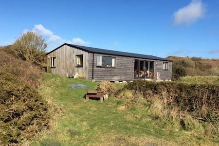 Wooden house with views over Poldark country - Saint Just - 牧人小屋