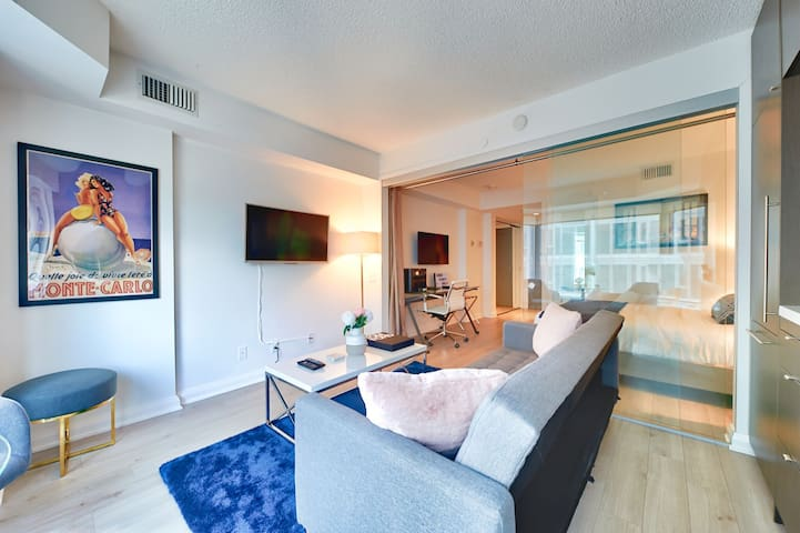 Sophisticated Hotel Like Executive YORKVILLE Suite