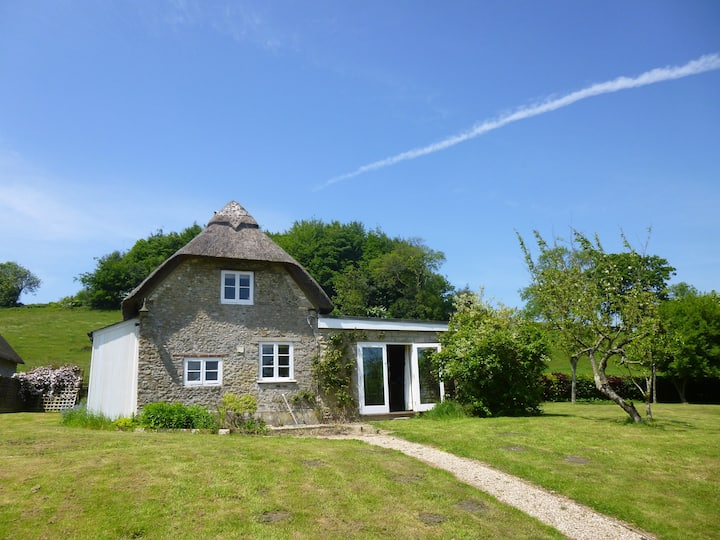 Charming Thatched Cottage.  Sleeps 4
